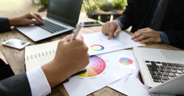 La nociva obsesión por el benchmarking en las empresas. Reconozcamos el aporte real del benchmarking en los negocios y analicemos lo que suma y resta en cada una de las áreas de una organización.