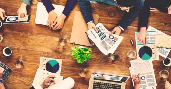 ¿Cómo estructurar el equipo de marketing digital de tu negocio?. Profundicemos en los principios, las herramientas y los roles clave para descubrir cómo estructurar el equipo de marketing digital de tu empresa.
