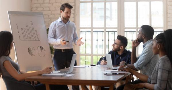 Cómo ser un buen vendedor: las 10 habilidades para lograrlo. Analicemos las destrezas que deben desarrollar los que aspiran a ser vendedores profesionales. Un resumen detallado para aprender cómo ser un buen vendedor.