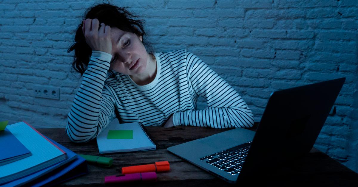 ¿Por qué nadie lee tu blog? Las 13 razones principales. Dejemos a un lado el sentimentalismo y busquemos con rigor por qué nadie lee tu blog personal —o el de tu negocio—. Descubramos por qué no atrae ni retiene.