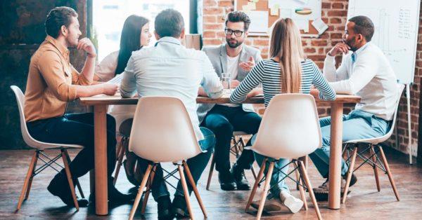 Las 16 claves para tener reuniones de trabajo efectivas. Discutamos, sin filtros, sobre cómo lograr reuniones de trabajo efectivas. Descubramos el verdadero aporte y los problemas de esta metodología de trabajo.